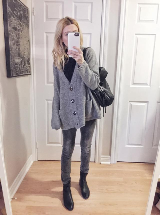 What I wore this week: Grey oversized sweater, grey jeans, sock boots