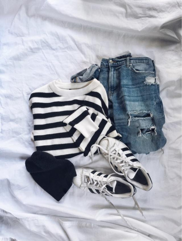 Striped sweater | Boyfriend jeans | Beanie | Adidas Superstars |