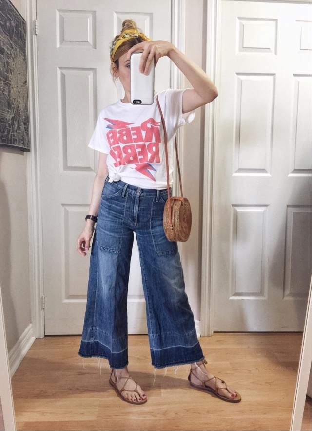 I am wearing a rebel rebel Bowie t-shirt | Highwaist, widel leg jeans, made well sandals, and circle purse