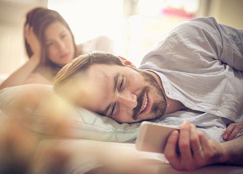 Is Jealousy Healthy in a Relationship? (Like Even a Little Bit?)