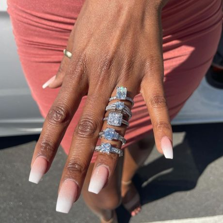 Man Proposes To His Girlfriend With 5 Different Diamond Rings (Video)
