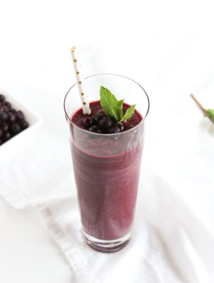 Get the flavors of your favorite cocktail in a nutritious smoothie! This refreshing Wild Blueberry Mojito Smoothie makes a quick and healthy snack or breakfast! (gluten-free, vegan)| #Sponsored by @WildBerries #WildYourSmoothie | via livelytable.com