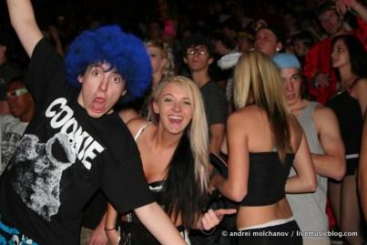 crowd from skrillex halloween 2011-14