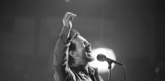 PHOTOS / RECAP: Pearl Jam @ XL Center, Hartford, CT 10/25/13