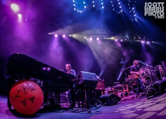 Scott_Harris_Phish_2013.10.31_1024px_05