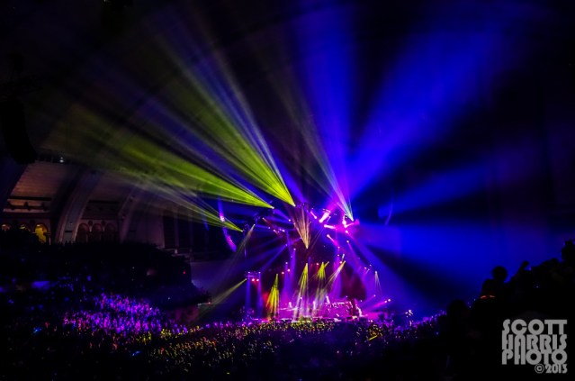Scott_Harris_Phish_2013.11.01_1024px_01