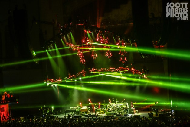 Scott_Harris_Phish_2013.11.01_1024px_09