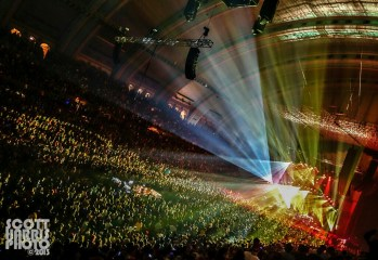 Scott_Harris_Phish_2013.11.01_1024px_12