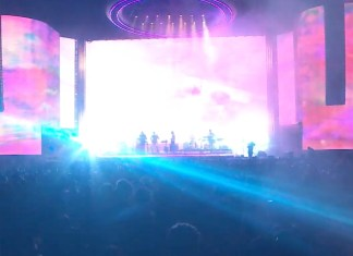 tame impala played coachella with huge psychedelic graphics 2