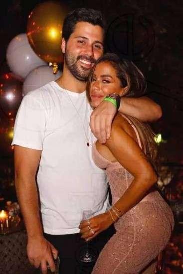 Anitta assume namoro com americano