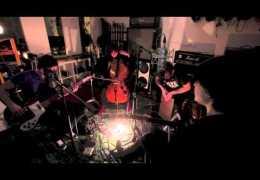 VIDEO: The Mono Lps – Emilia (Acoustic)