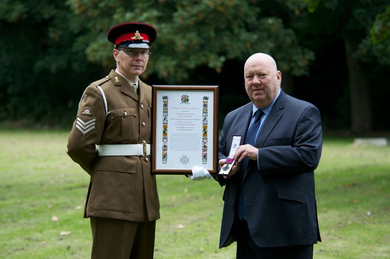 Mayor Anderson presents Sgt Ben Appleton with a replica VC and scroll