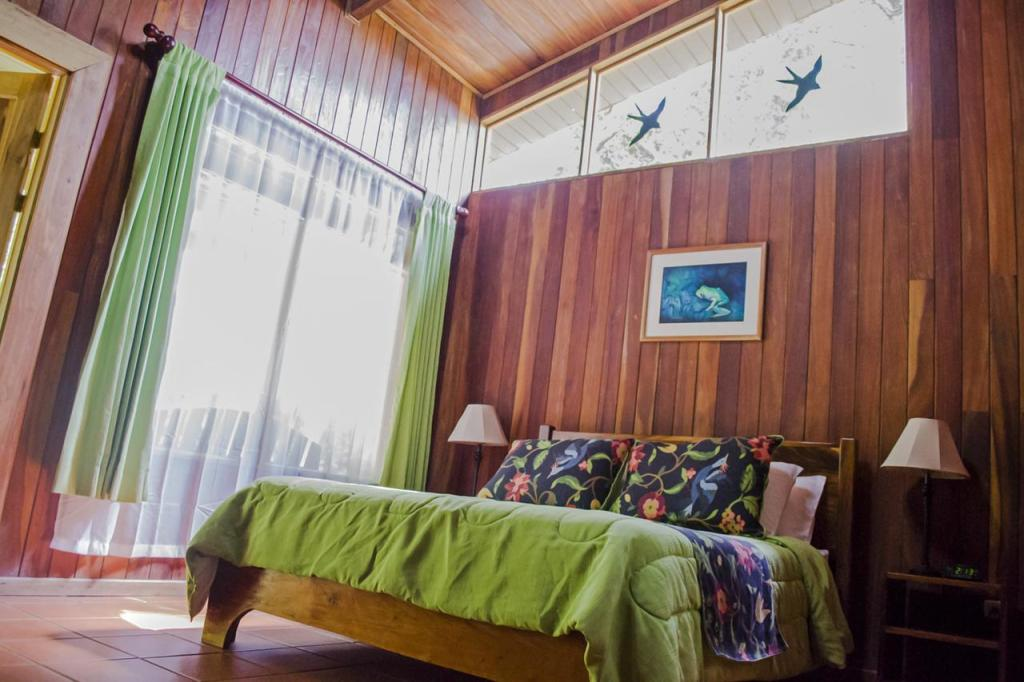 How To Arrange a Rainforest Hotel in Monteverde, Costa Rica