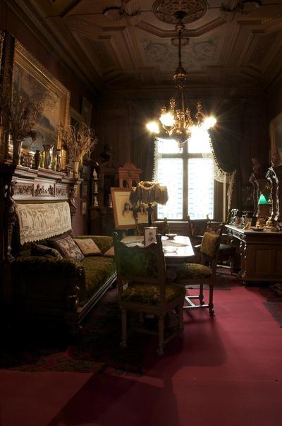 Fotografi som föreställer herrarnas rum.