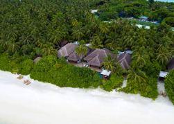 Anantara_Kihavah_Maldives_Beach_Pool_Residence_four_bedroom_aerial-AKH_3597