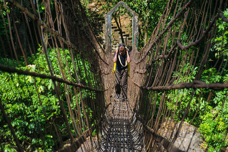 Expert locale walking over suspended bridge like a boss