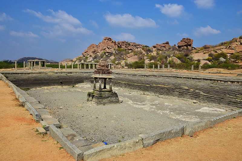 Gigantic well @ Vitthala temple