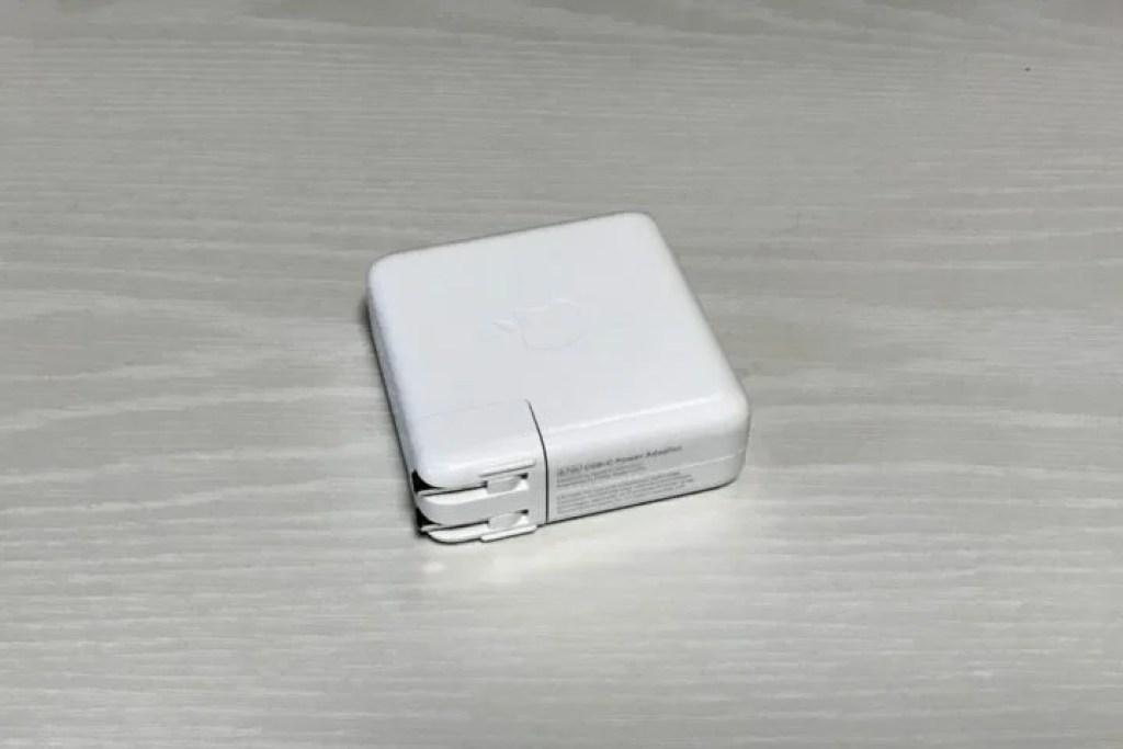 MacBook Pro 15インチ付属の87W電源アダプタ