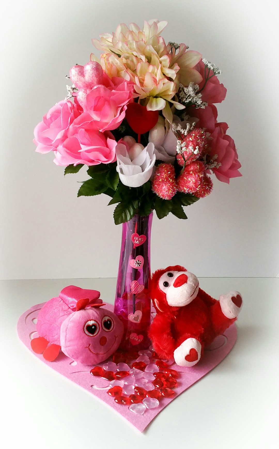 Super-Cute-DIY-Heart-Vase-Bouquet-twenty-LiWBF
