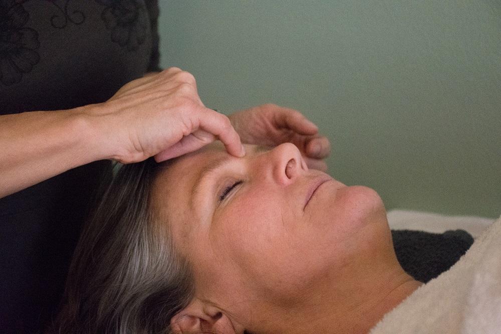 forkælelse med ansigtszoneterapi