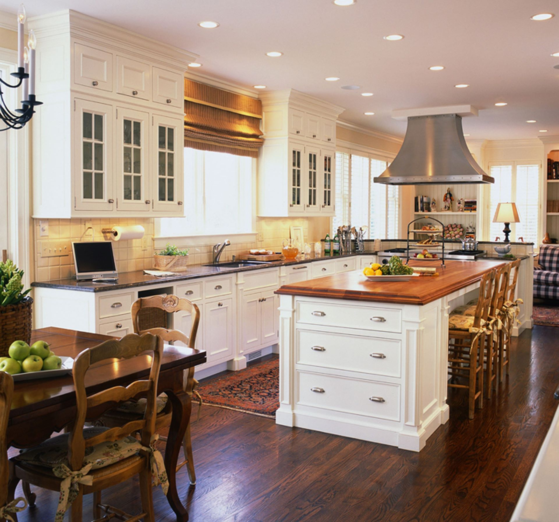 The Enduring Style of the Traditional Kitchen on Traditional Kitchen Decor  id=58463