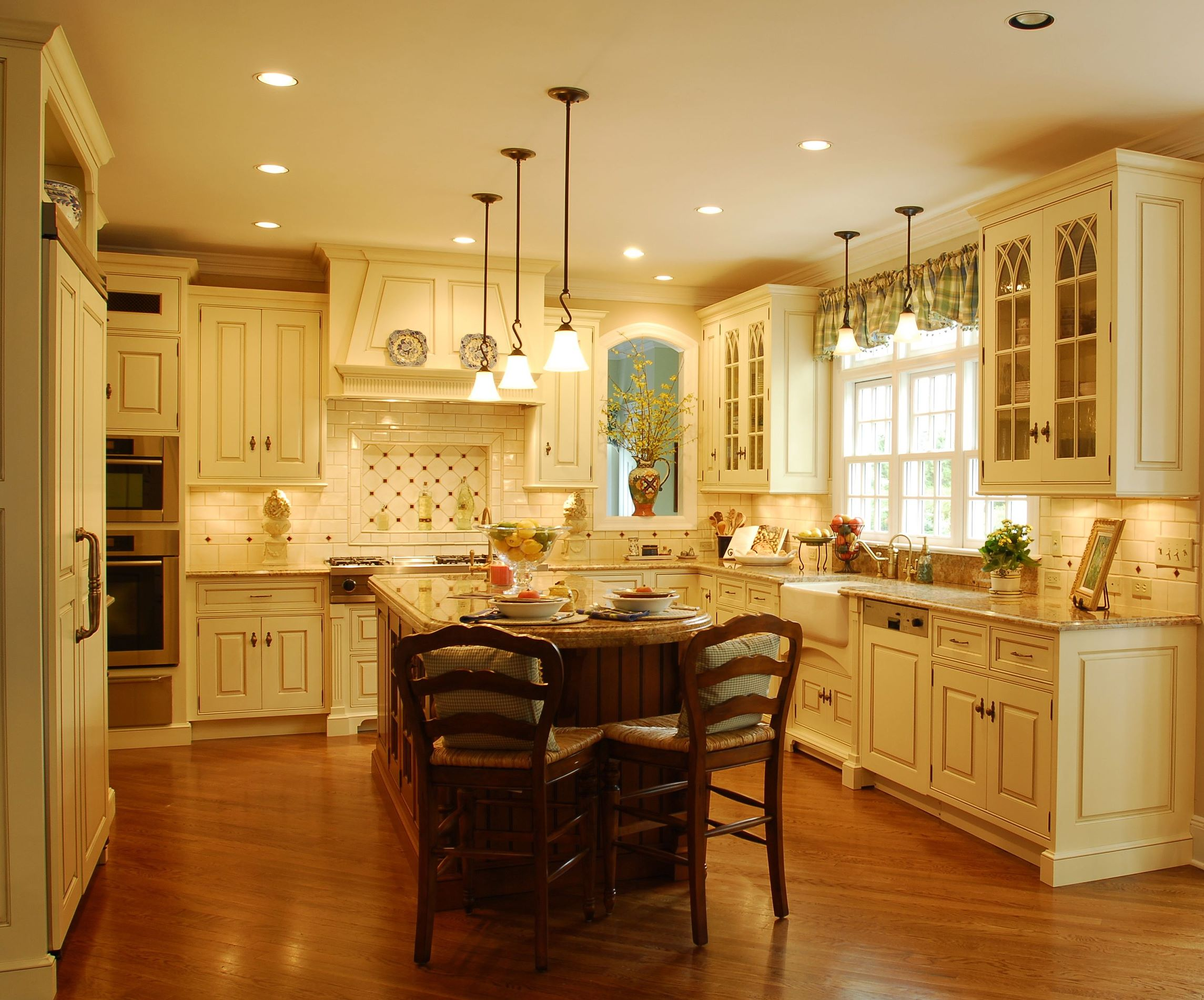 The Enduring Style of the Traditional Kitchen on Traditional Kitchen Decor  id=65781