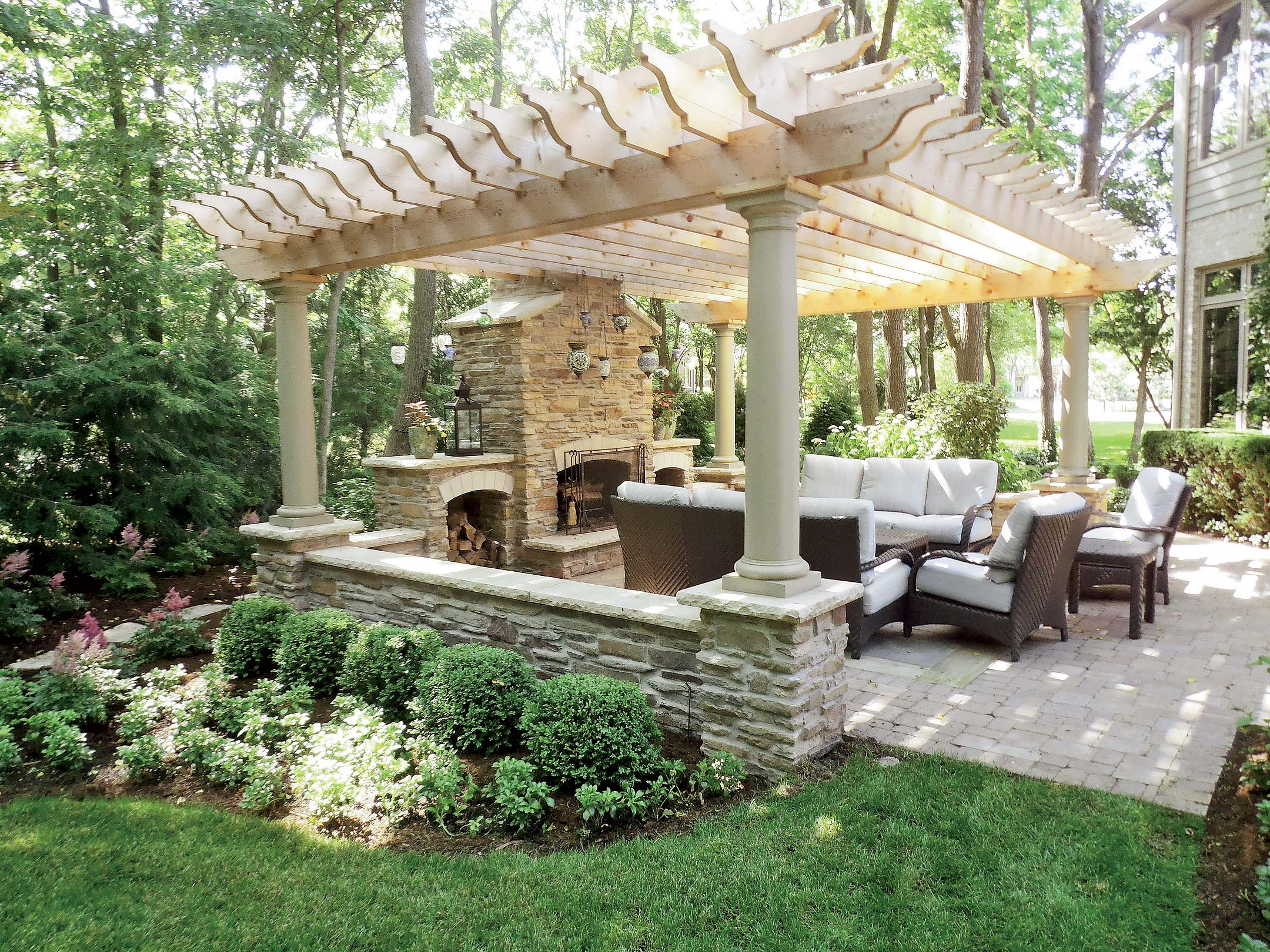 Backyard Structures for Entertaining on Back Garden Seating Area Ideas  id=84622