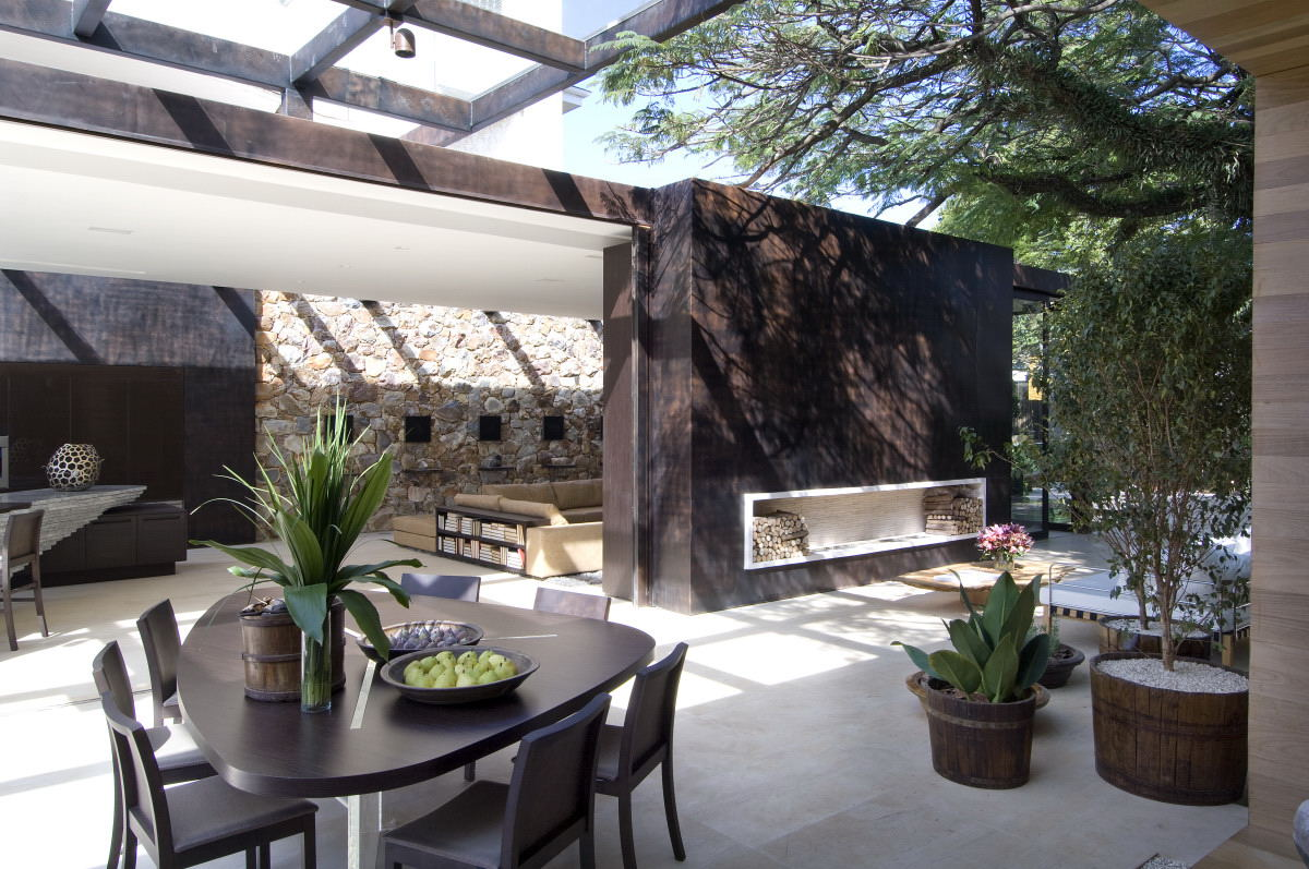 Stylish Outdoor Spaces for Modern Living on Enclosed Outdoor Living Spaces  id=43689