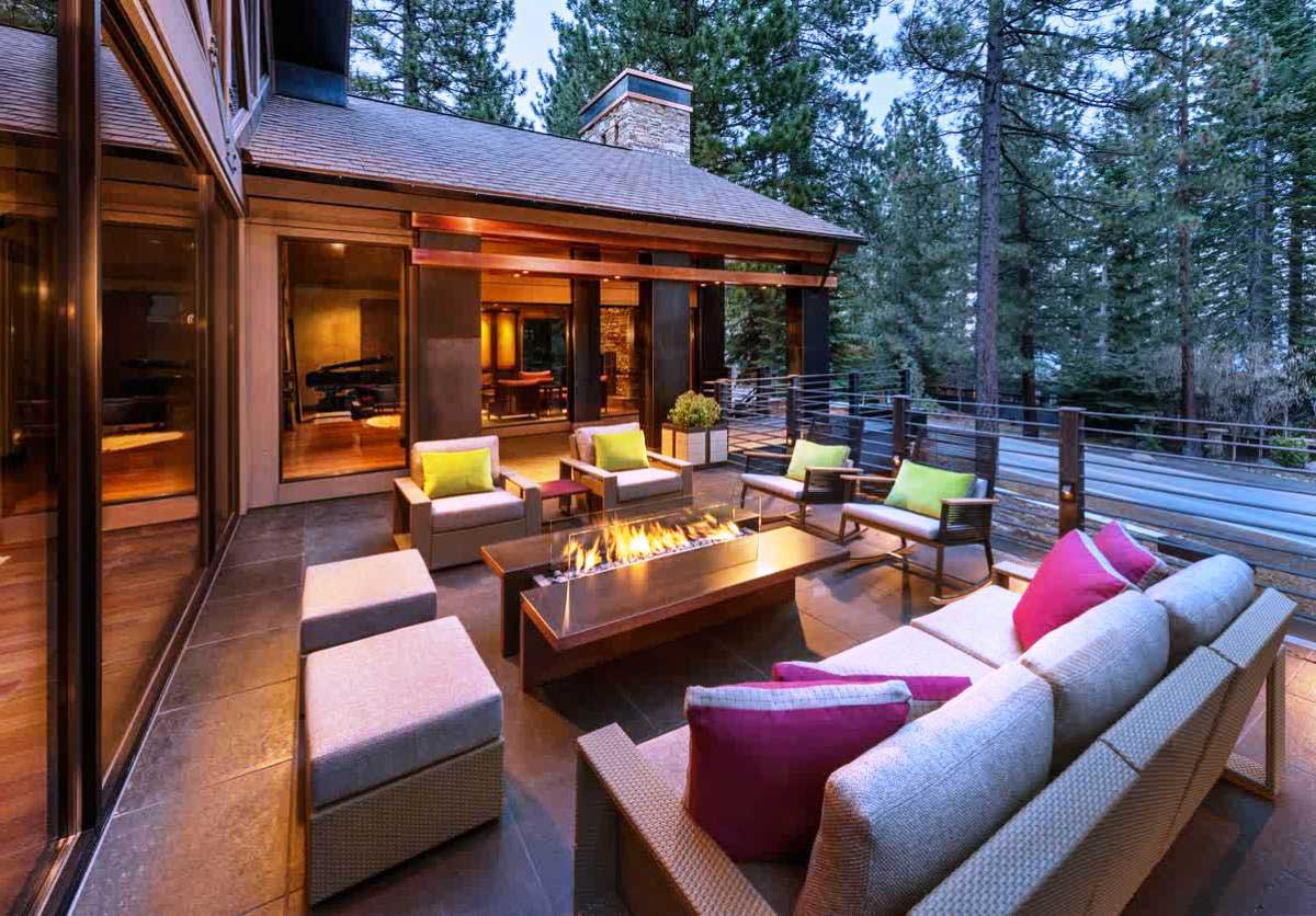 Stylish Outdoor Spaces for Modern Living on Small Backyard Living Spaces  id=11827