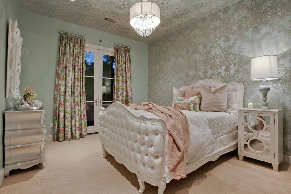 Sassy and Sophisticated Teen and Tween Bedroom Ideas on Classy Teenage Room Decor  id=86866