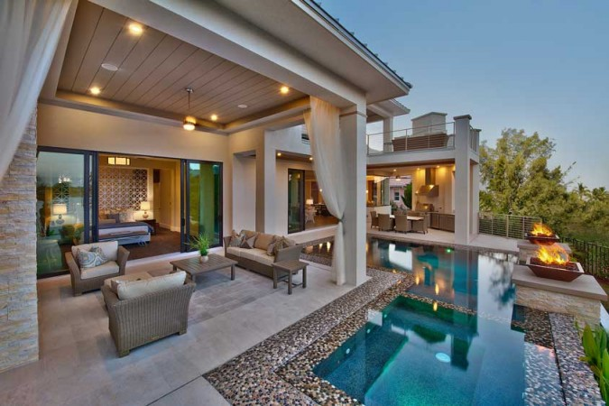 Luxury Indoor-Outdoor Rooms on Enclosed Outdoor Living Spaces  id=67313