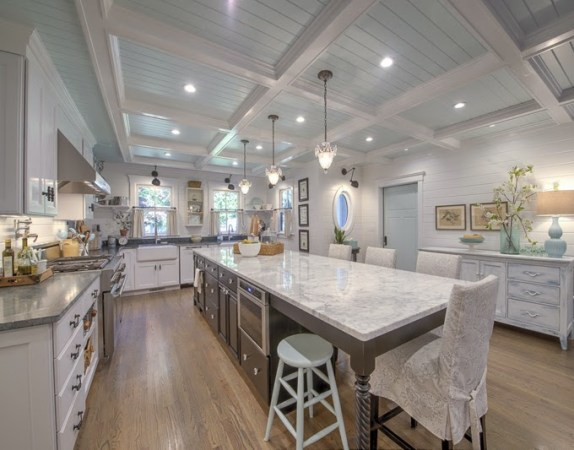 Cape Cod Beach Home Inspiration     Plenty of room for gatherings in this Cape Cod kitchen