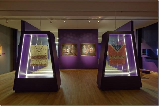 Blick_den_Ausstellungsbereich_Kolonialzeit__Foto_Anatol_Dreyer__Linden-Museum_Stuttgart