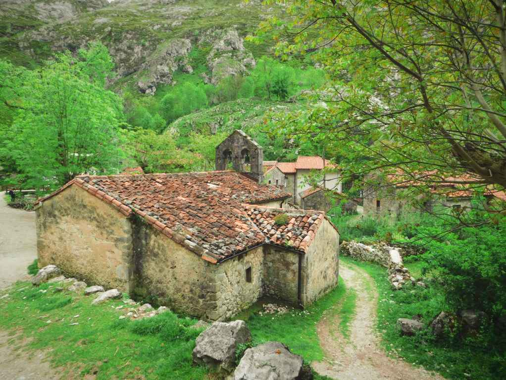 The old church of Bulnes photo