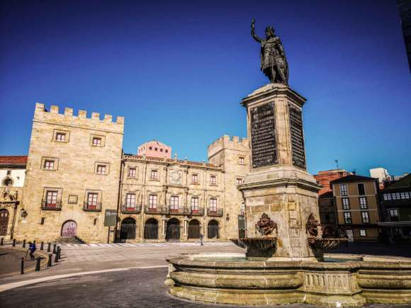The Statue of Don Pelao at the Plaza del Marqués in Cimadevilla, the Old Town of Gijón.