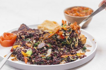 Fried rice (Red Rice, Veggies, Tofu, Tempeh, Tomato Sambal)