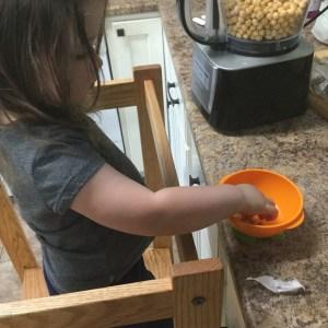 Easy garlic homemade hummus recipe your kids will love