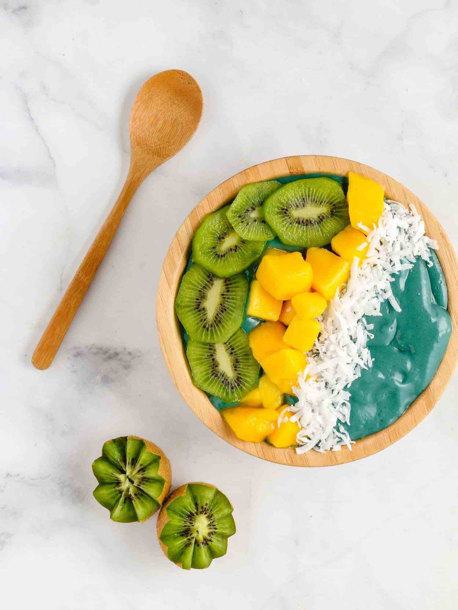 blue spirulina smoothie bowl