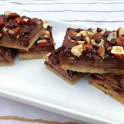 paleo chocolaty hazelnut cookie bar