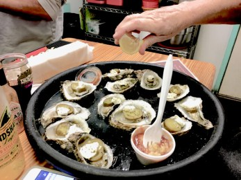 (Oyster's at Lynn's Quality Oysters)