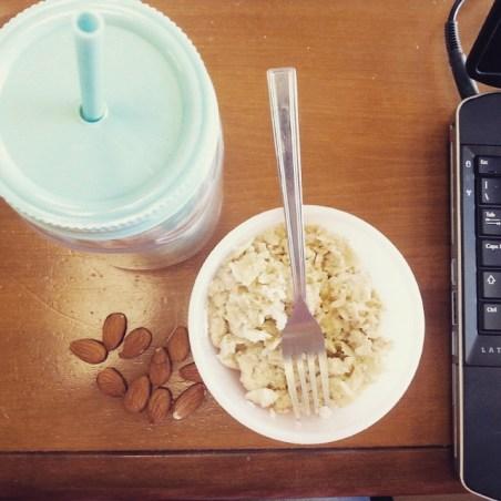Pequeno Almoço de campeã Chá Verde, Amêndoas e Ovos mexidos