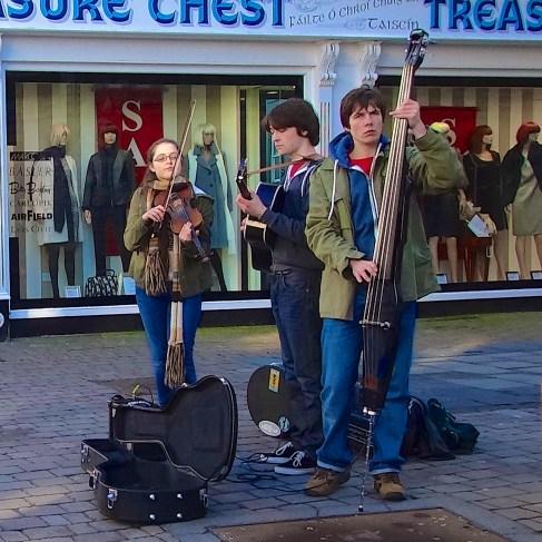 shop street musicians