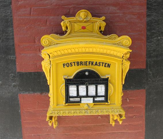 Nostalgischer Briefkasten bei Schloss Rheda