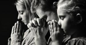 31616-familypraying-prayer-family.1200w.tn[1]