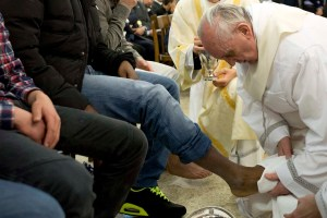 Pope Francis washes foot of prisoner at prison for minors in Rome