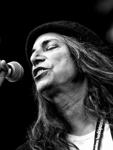Rock legend Patti Smith to be honored by PEN America   News   LIVING LIFE FEARLESS