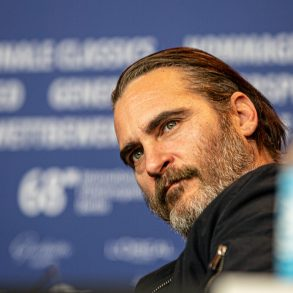 Joaquin Phoenix puts his preaching into practice and saves a cow and her calf | News | LIVING LIFE FEARLESS