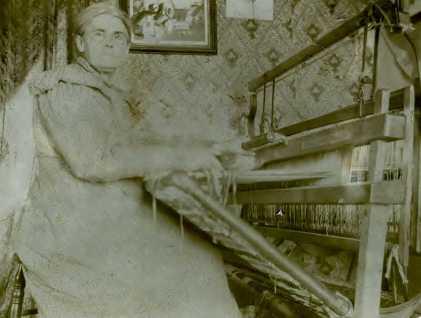 Rebecca Levonia Lee and her loom.