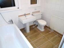 48_Cowley_bathroom_a