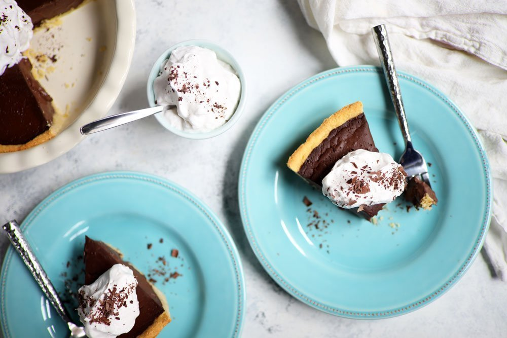 Dairy-free Chocolate Cream Pie is everything you dream of in a pie AND completely dairy-free, grain-free, gluten-free & refined sugar-free! #dairyfree #chocolatecreampie #glutenfree #dessert